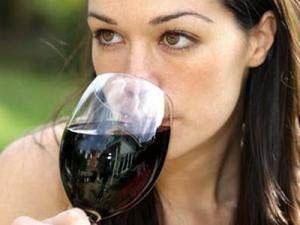 Как алкоголь вредит здоровью женщин?
