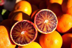 апельсин с красной мякотью
